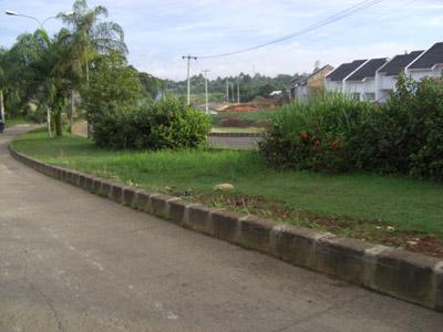 Suasana pagi hari kerja di jalan utama (jalan milik pemda) Grand Depok City